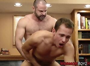 anal,bareback,cumshot,fucking,hardcore,doggystyle,kissing,stud elder cums for...