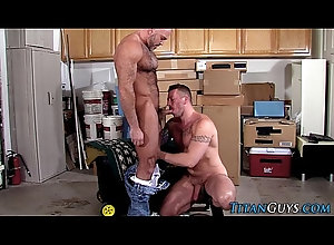 anal,cumshot,hardcore,blowjob,tattoo,mature,masturbation,bigcock,bigdick,gay,muscle,bald,hd,bear,macho,gaysex,gay Well hung bear...