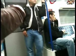 sexy,man,voyeur,gay,boy,metro,gay Mostrando o pau...