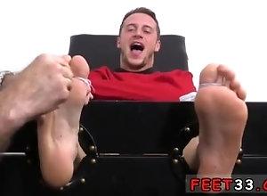 fetish;gay;gay-sex;gay-porn;feet;foot;toe,Blowjob;Gay;Feet Sexy gay white...