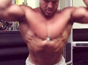 muscleman;muscle;flex;stud;hunk;hot;sext,Muscle;Solo Male;Gay;Hunks Muscle flexing