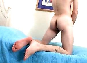 Gay,Gay Masturbation,Gay Big Cock,Gay Feet/Foot Fetish,nolan,solo,masturbation,foot fetish,large dick,short hair,young men,cum jerking off,in the bedroom,american,gay,big cock A Cummy Sole...